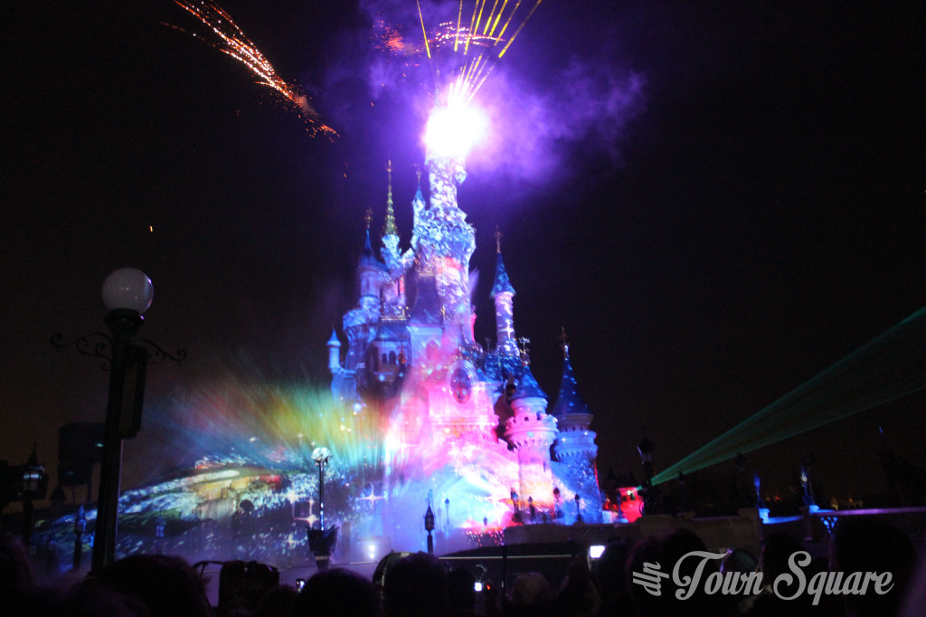 Disney Dreams! opening sequence projected onto the castle