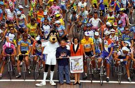 Tour de France peloton on Main Street behind Goofy