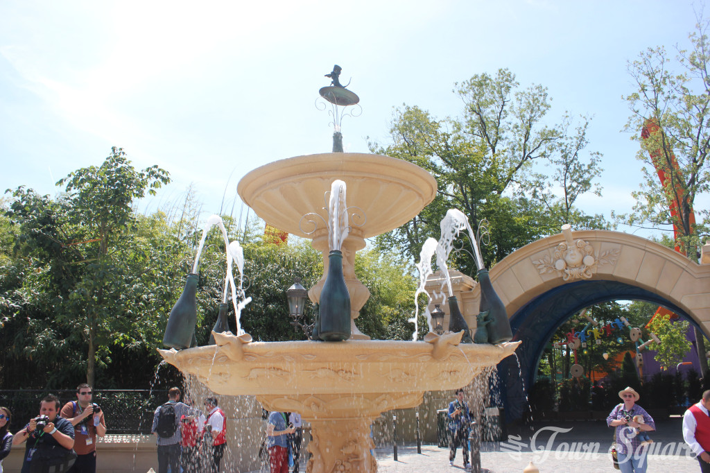 Fountain in the Place de Rémy at Disneyland Paris