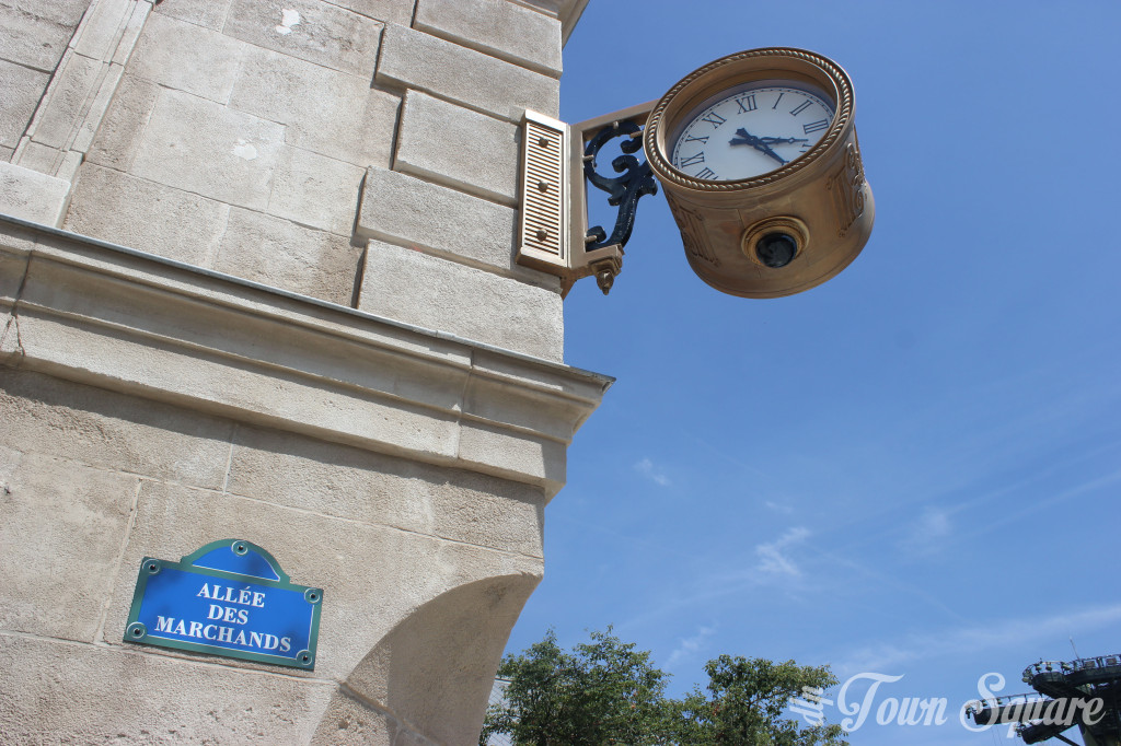 Clock in La Place de Rémy at Disneyland Paris