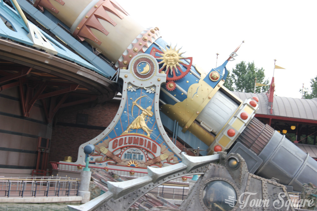 Space Mountain Close up