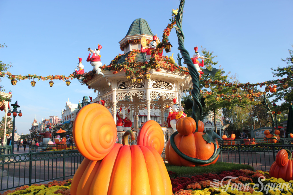 Halloween Town Square Disneyland Paris