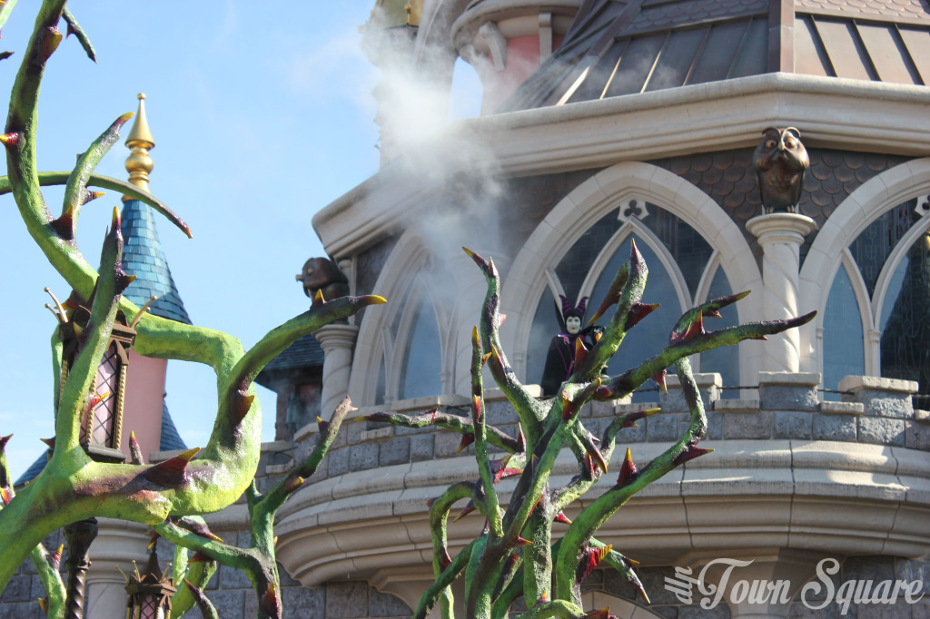 Halloween Maleficent's Court Disneyland Paris