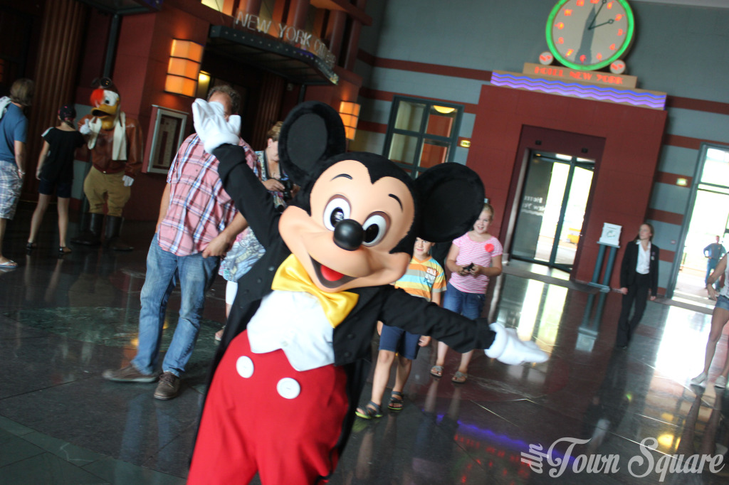Mickey Mouse in Hotel New York at Disneyland Paris