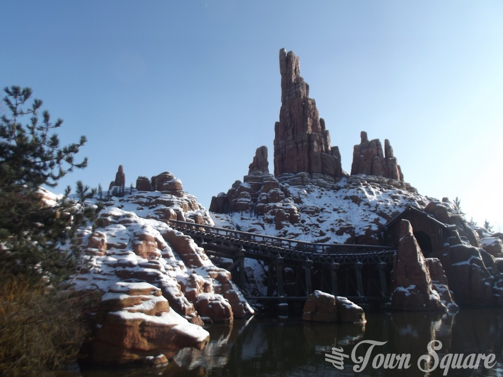 Big Thunder Mountain in Disneyland Paris in the snow