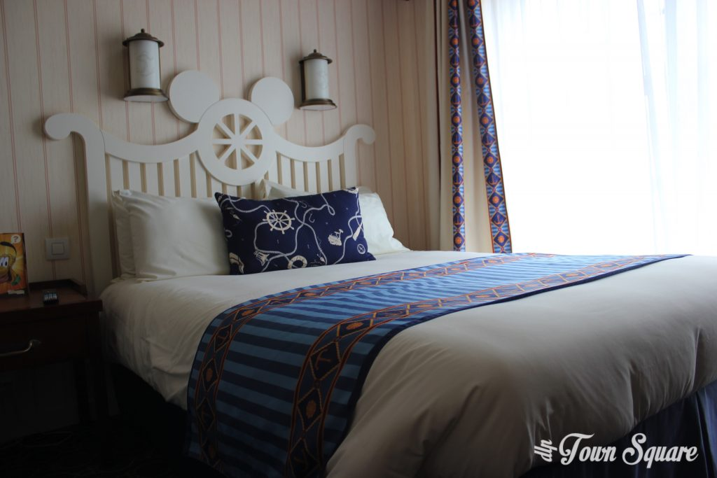 Disney's Newport Bay Club Bed Disneyland Paris