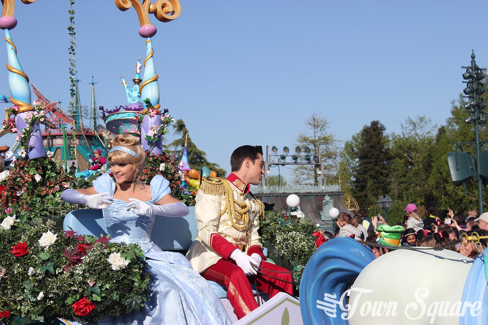 Discover Romance float in Disney Stars on Parade