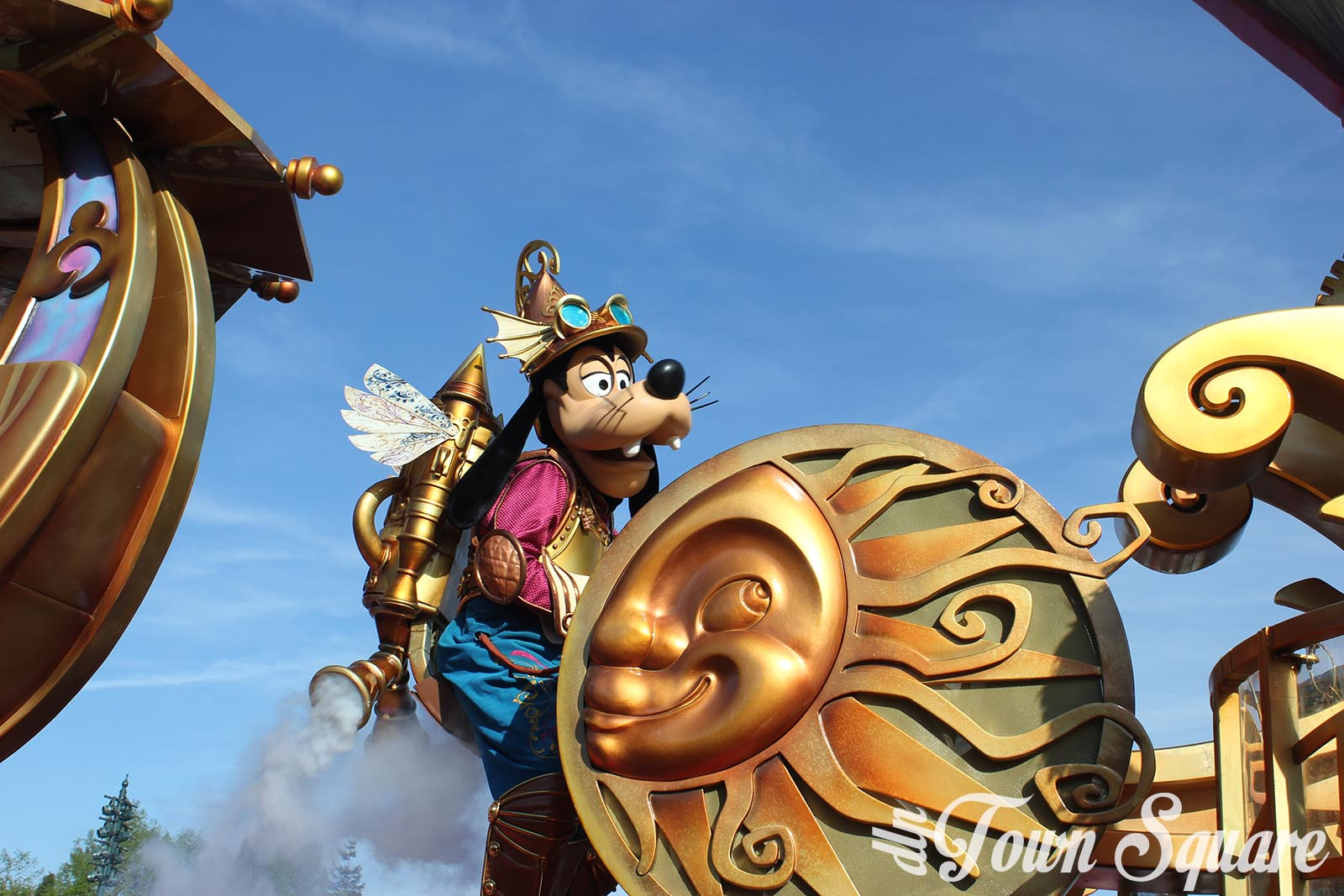 Discover the Magic float in Disney Stars on Parade