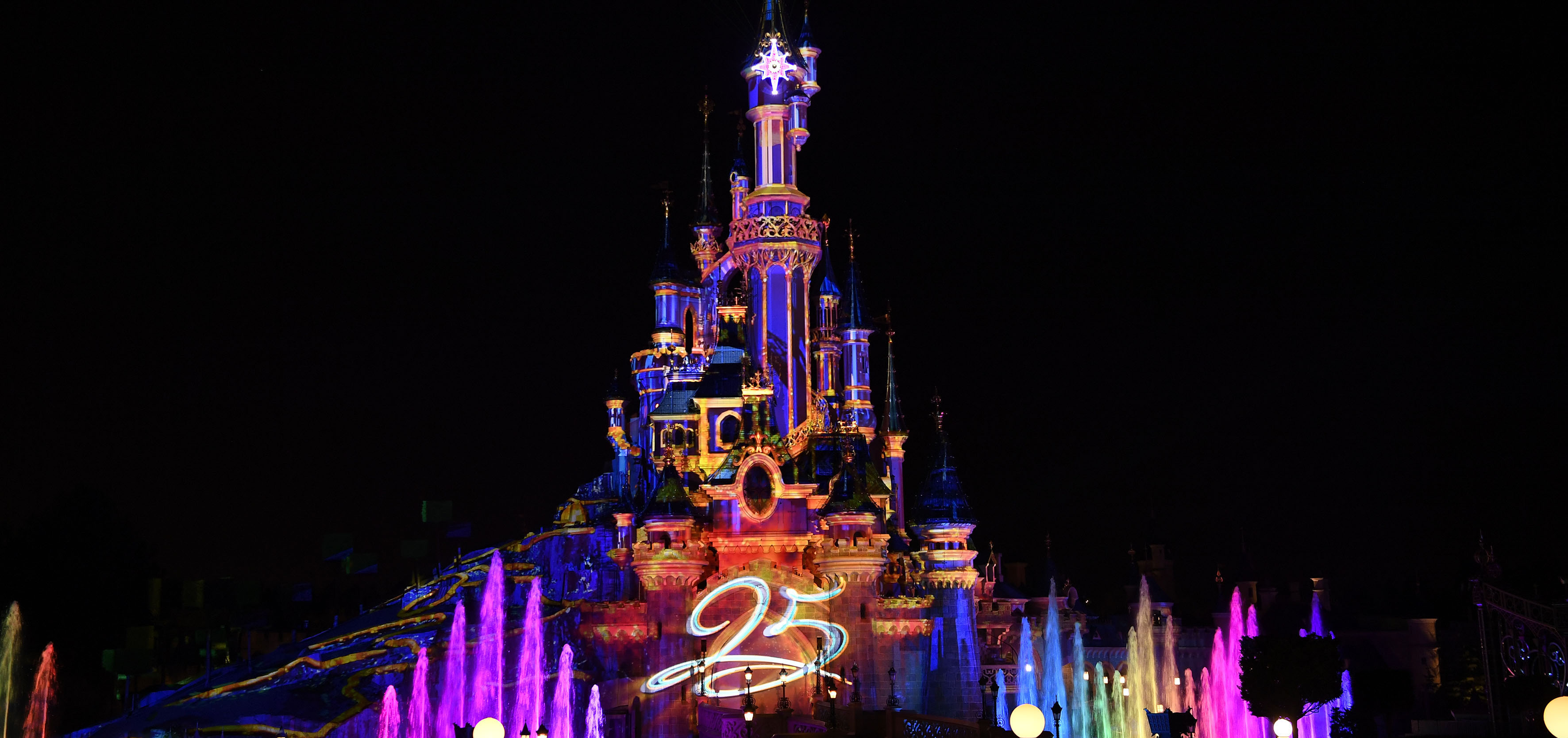 Disney Illuminations Good But Not Great Dlp Town Square
