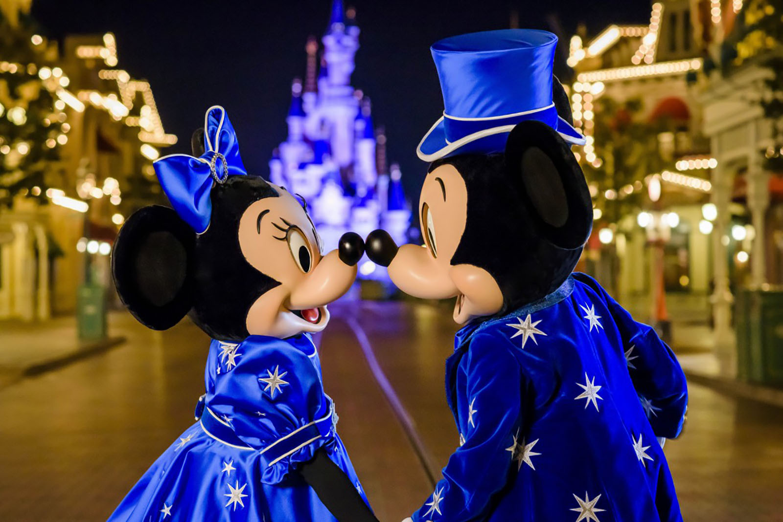 Mickey and Minnie 25th anniversary costumes - Disneyland Paris