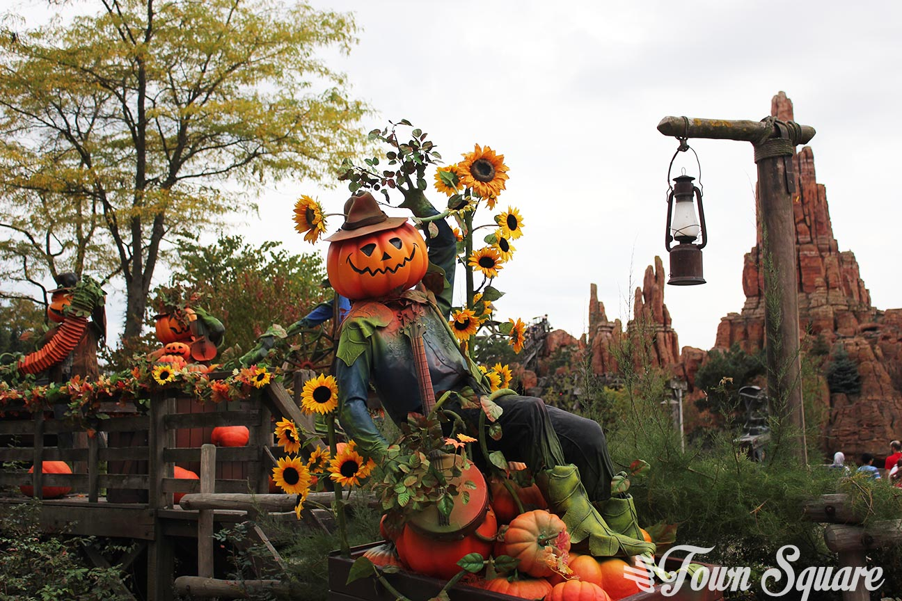 A halloween pumpkin man in Frontierland at Disneyland Paris