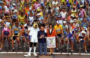 Goofy in front of the Tour de France peloton