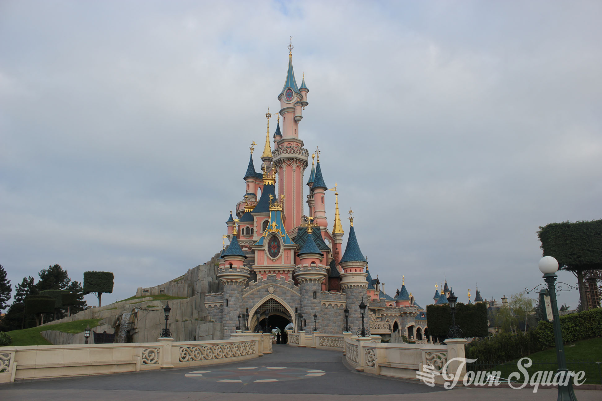 coup de c ur le ch teau de la belle au bois dormant dlp town square disneyland paris past. Black Bedroom Furniture Sets. Home Design Ideas