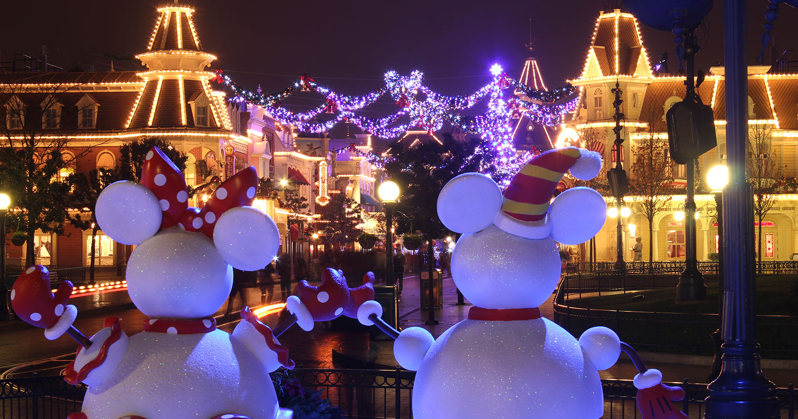 Christmas on Main Street in Disneyland Paris
