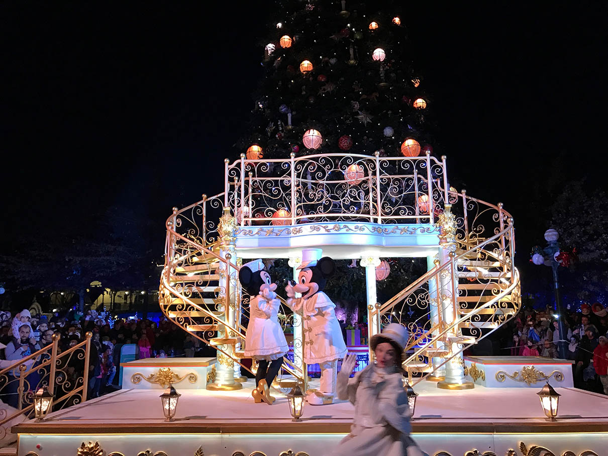 Mickey's Magical Christmas Lights at Disneyland Paris