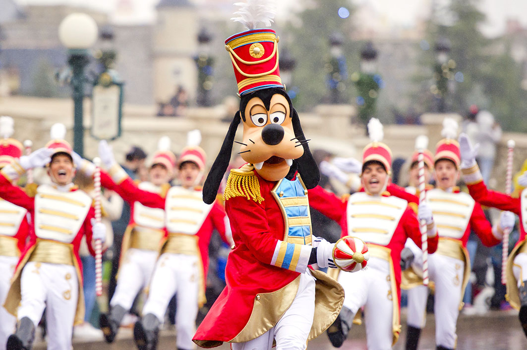 Disney Christmas Parade at DIsneyland Paris