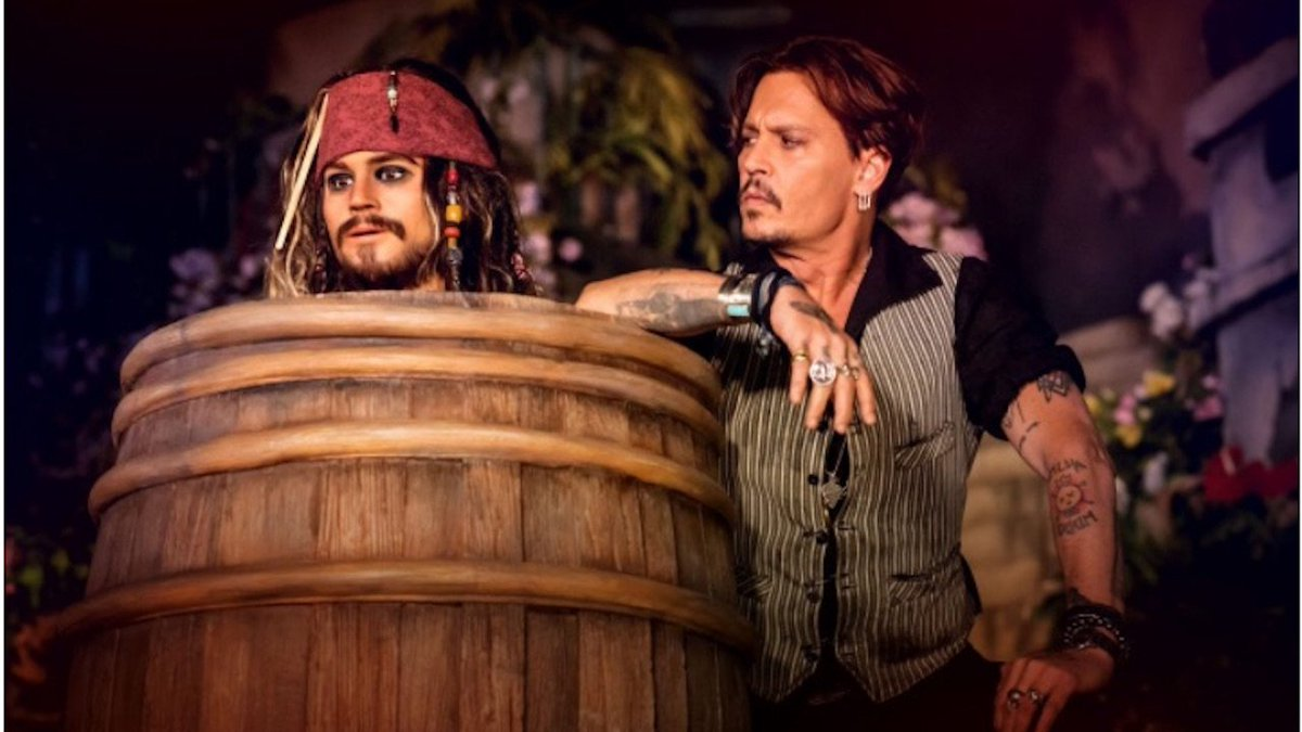 Johnny Depp with the Jack Sparrow Animatronic at Disneyland Paris