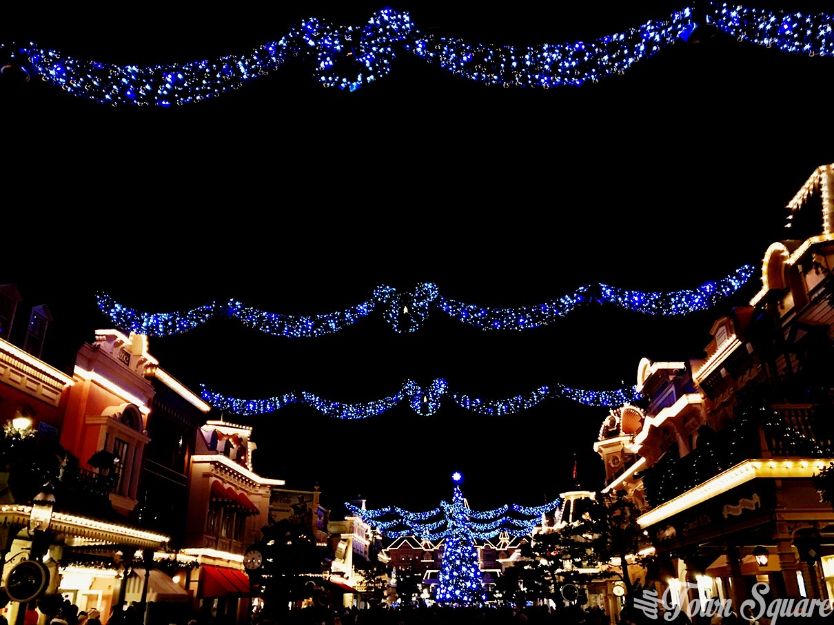 christmas main street usa at disneyland paris