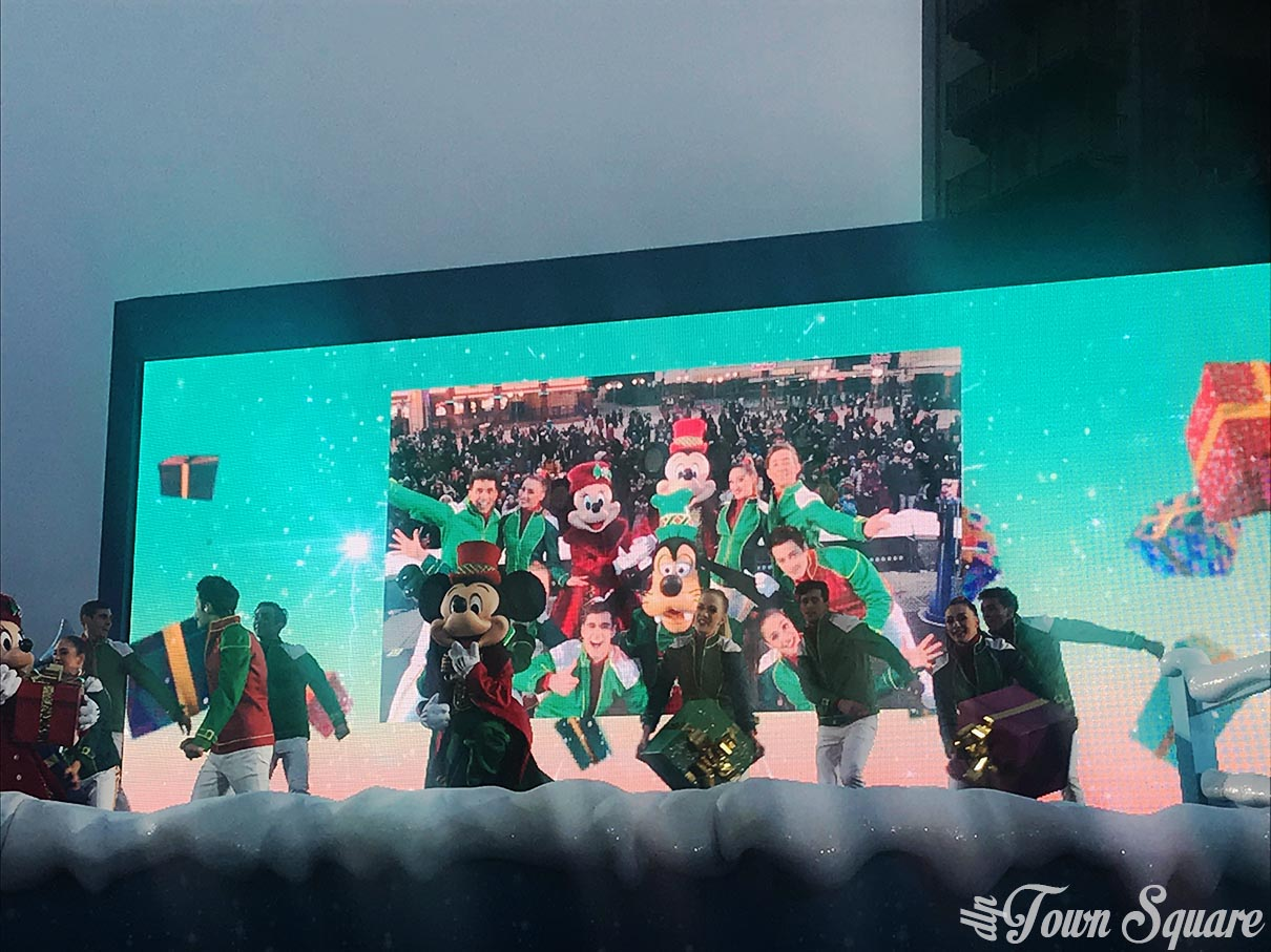 Sing me a Merry Christmas at Disneyland Paris