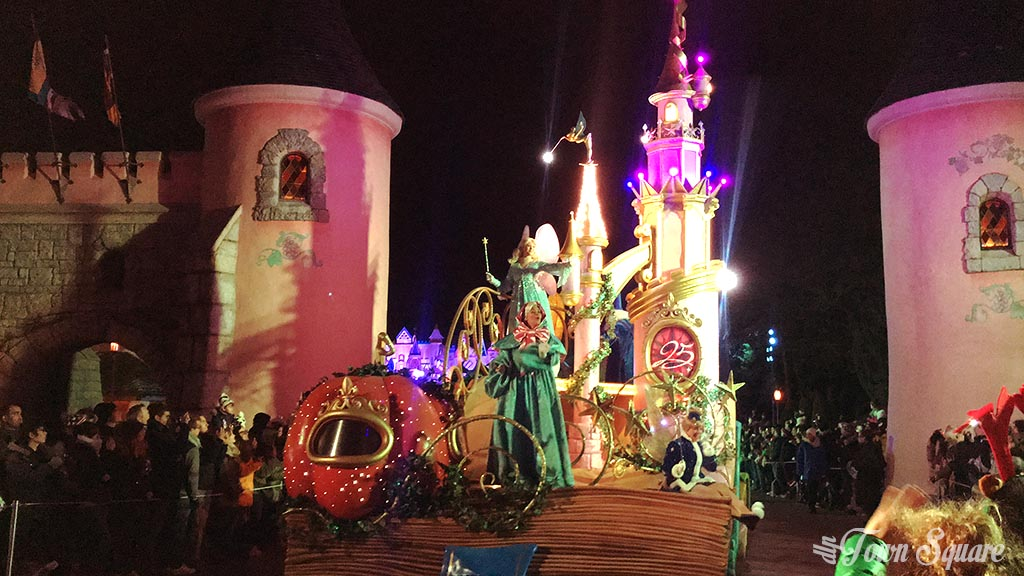 The Incredible New Year's Eve Parade at Disneyland Paris