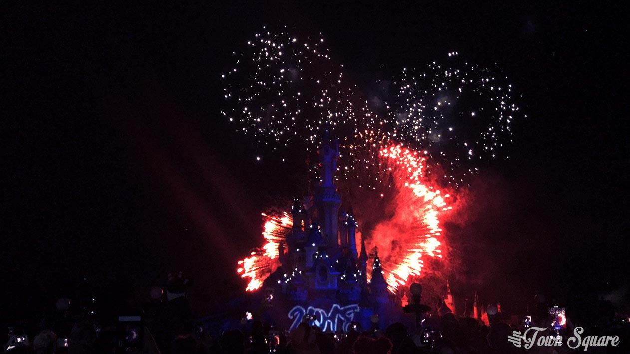 Mickey fireworks at Disneyland Paris