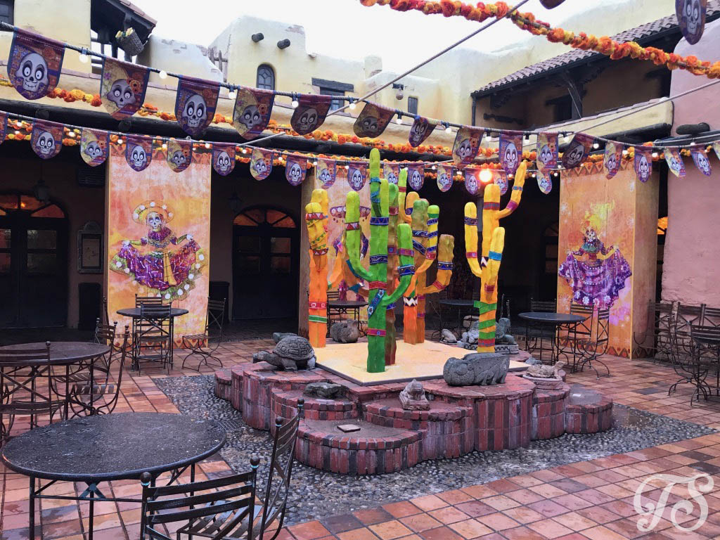 The courtyard at Fuente del Oro in Disneyland Paris