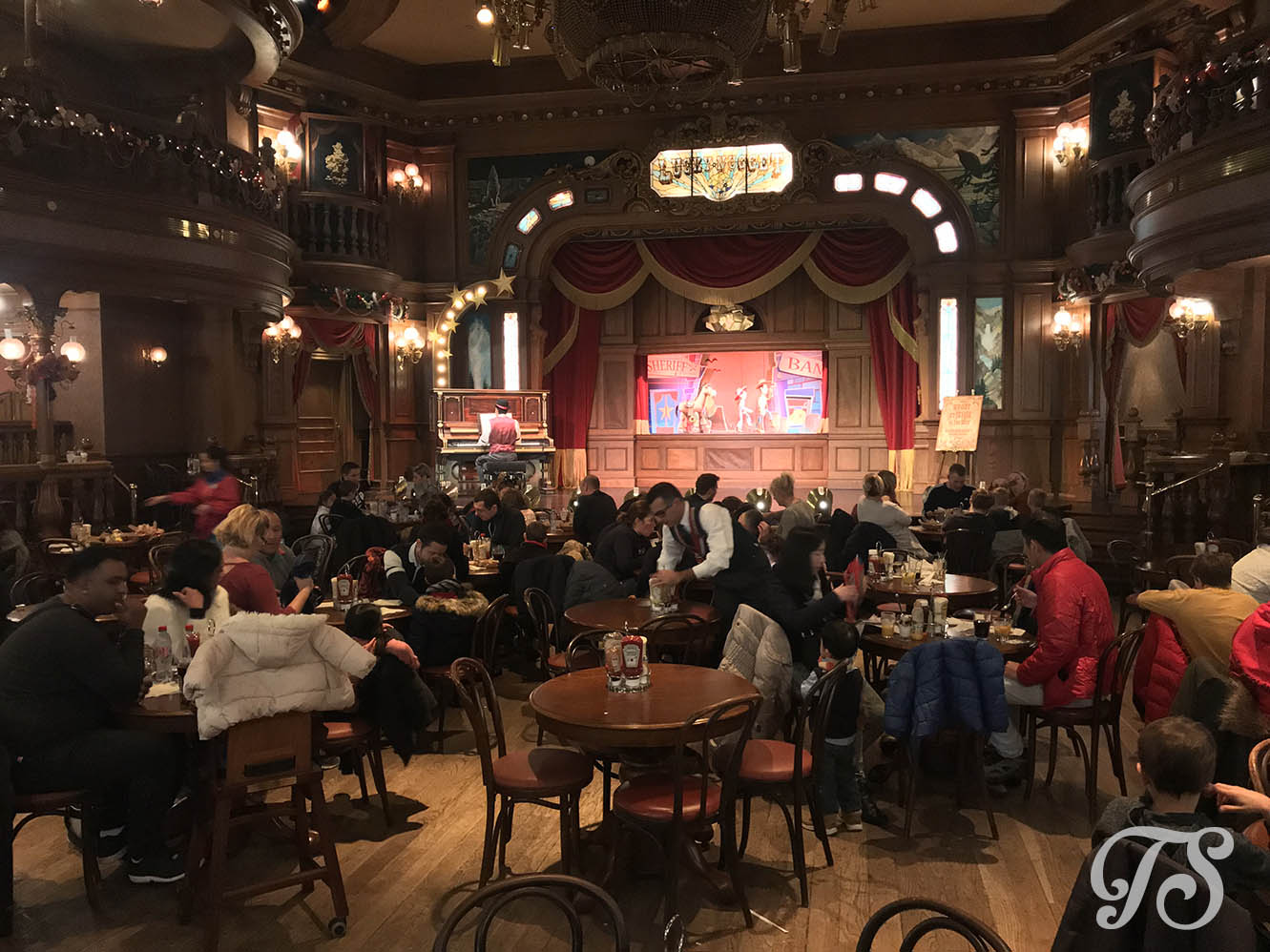 The interior of the Lucky Nugget Saloon at Disneyland Paris