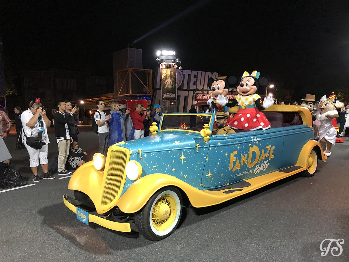 Mickey and Minnie during the Disney FanDaze farewell parade