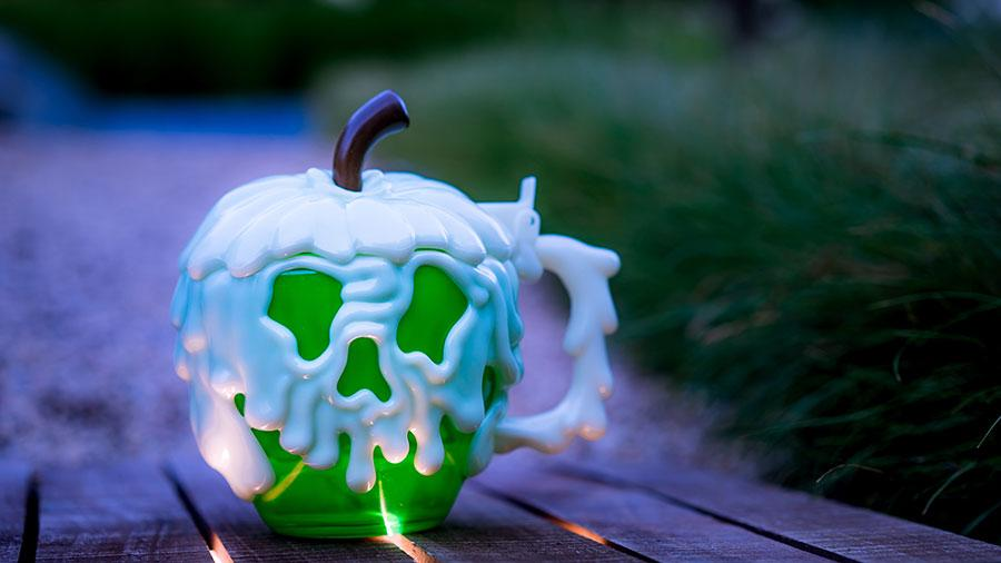 Disneyland Paris Poison Apple Stein