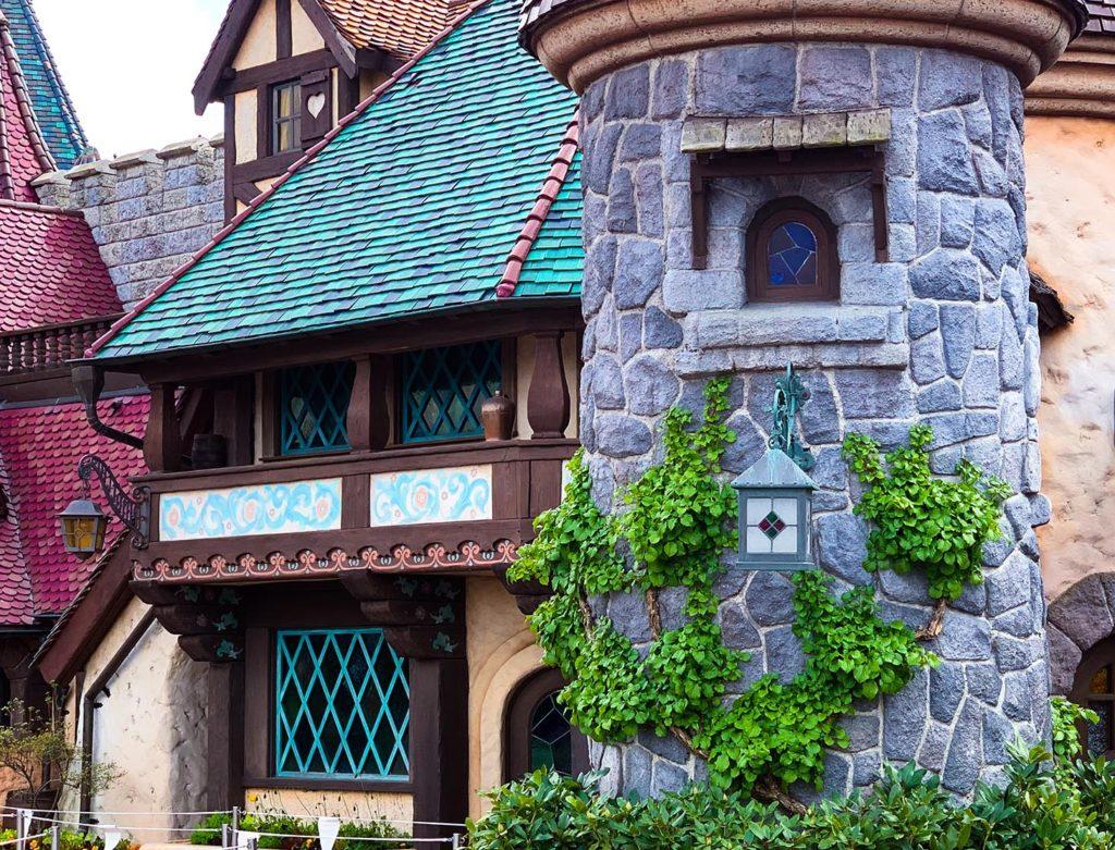 Les aventures de Pinocchio greenery at Disneyland Paris