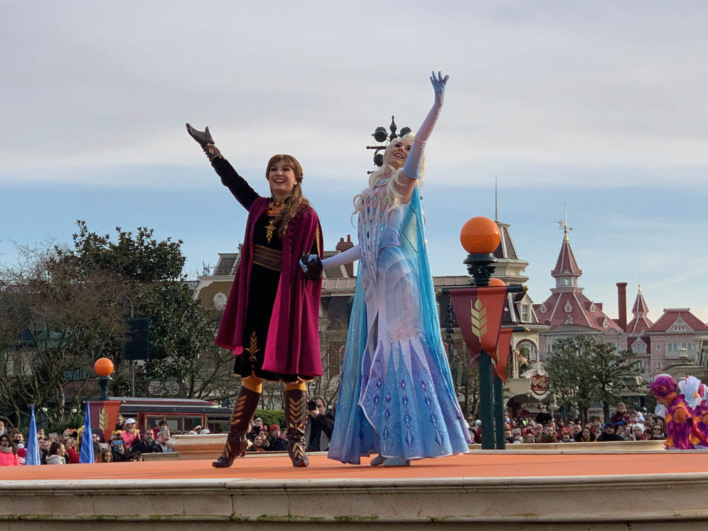 Frozen 2: An Enchanted Journey - Anna and Elsa hand in hand for the finale